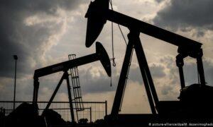 Precios del petróleo bajaron por presión de la Covid-19 en India y negociaciones con Irán
