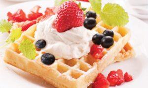 Waffles con frutas y yogurt, ¡rico y saludable!