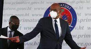 """Sigue la tensión en Haití: renunció el Jefe de Gabinete y acusó al Primer Ministro de no """"colaborar con la Justicia""""."""
