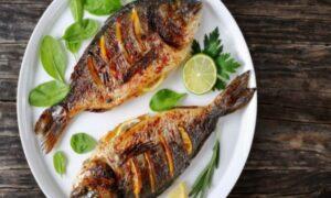 ¿Por qué le echamos limón al pescado?