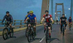 Más de mil ciclistas participaron en rodada en homenaje a Rafael Urdaneta
