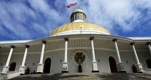 Trabajadores despedidos hace ocho meses de la Asamblea Nacional exigen reenganche inmediato